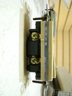 NEW DECORA SINGLE SWITCH POILE ROCKER SINGLE POLE ROCKER ITEM#5601-2I